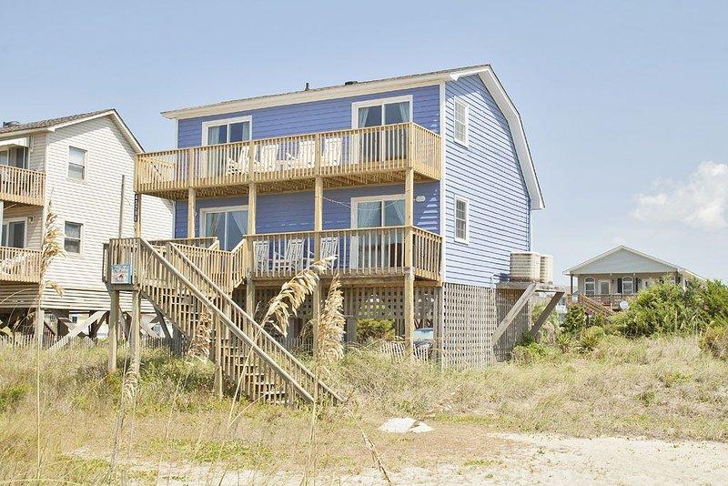 Mead Us At The Beach: 3 BR / 2 BA home in Oak Island, Sleeps 10, holiday rental in Long Beach