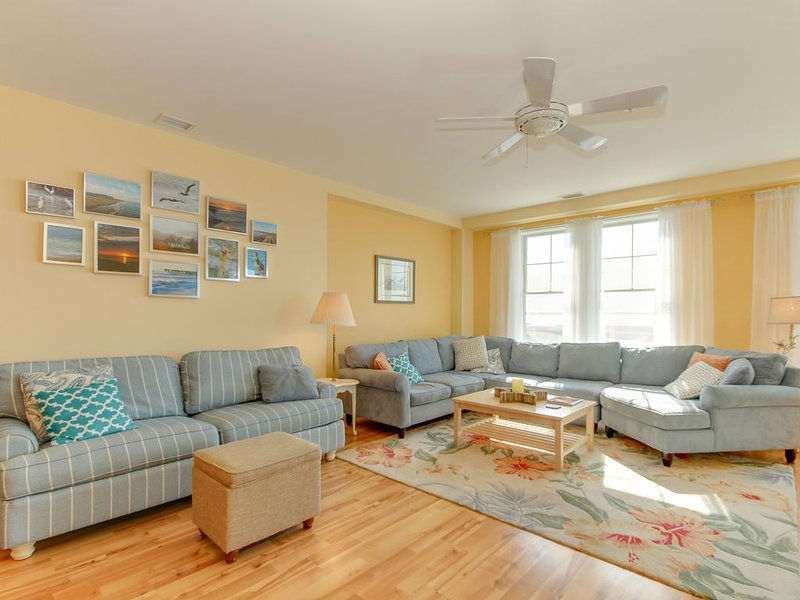 Bayview Beauty *Beautiful Bay side Condo* Located right on the beach!, alquiler de vacaciones en Virginia Beach
