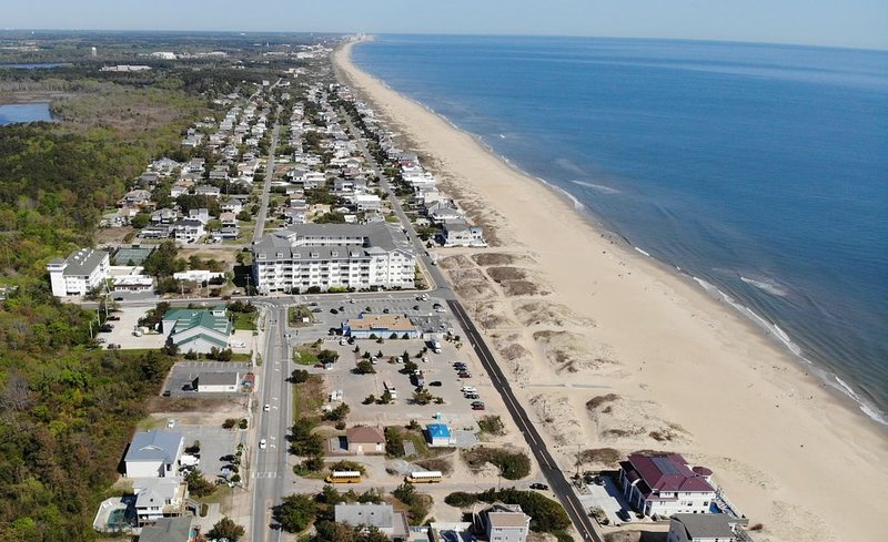 The Wave! Spacious 3 bedroom beach condo with beautiful ocean views!, alquiler de vacaciones en Virginia Beach