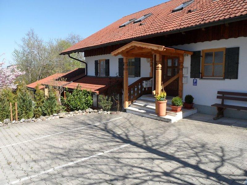 Landhaus Engelhardt in ruhiger, sonniger Lage mit Bergblick Whg. 1, allergiefrei, holiday rental in Langenegg
