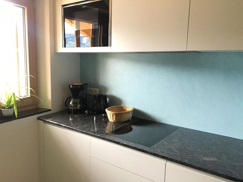 Nette, neue und moderene Wohnung mit Bergblick, vacation rental in Tarres