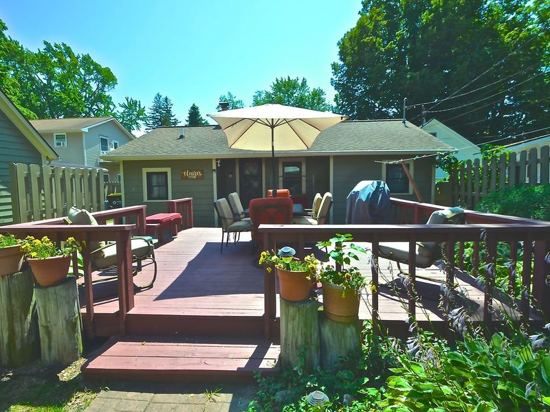 2020 FALL VACATION -PERFECT LOCATION- One block to Lake Michigan. Wineries!!, alquiler vacacional en South Haven