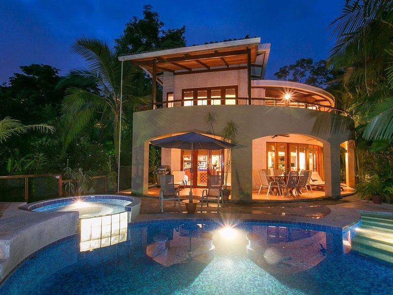 Beachfront Location! Discounted rates for 2021! BOOK NOW, location de vacances à Parc national Manuel Antonio