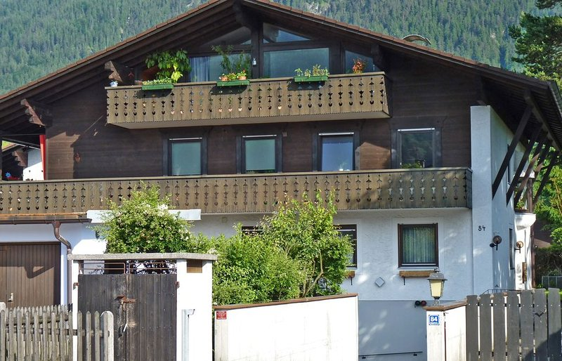 Wundeschöne Ferienwohnung mit 70 m² mitten im wunderschönen Garmisch, holiday rental in Garmisch-Partenkirchen