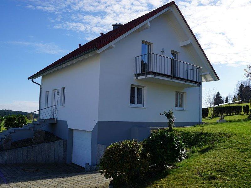 Familienfreundliches Ferienhaus, Übernachtungspreis ab 79 Euro, vacation rental in Albstadt