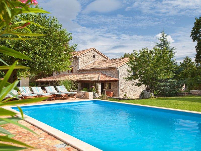 Wunderbar, ruhig, wenige Minuten vom Strand, casa vacanza a Vinez