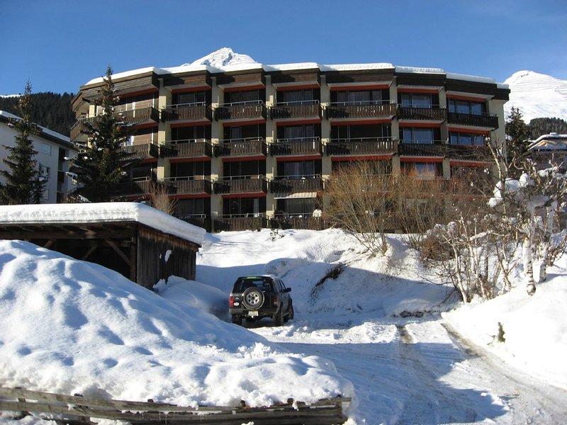 Erstklassige 2-Zimmerwohnung, 2-4 Personen, Nähe Kongress,Hallenbad, Internet, vacation rental in Davos Platz
