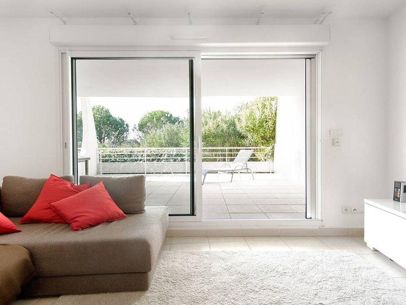 Bel appartement spacieux et moderne avec une grande terrasse classé 4 étoiles, location de vacances à La Grande Motte