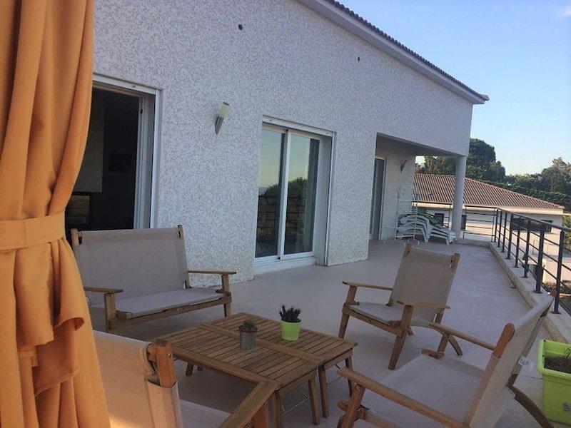 Maison de 200 M2 - Vue panoramique sur la mer - 9 couchages, alquiler vacacional en Biguglia