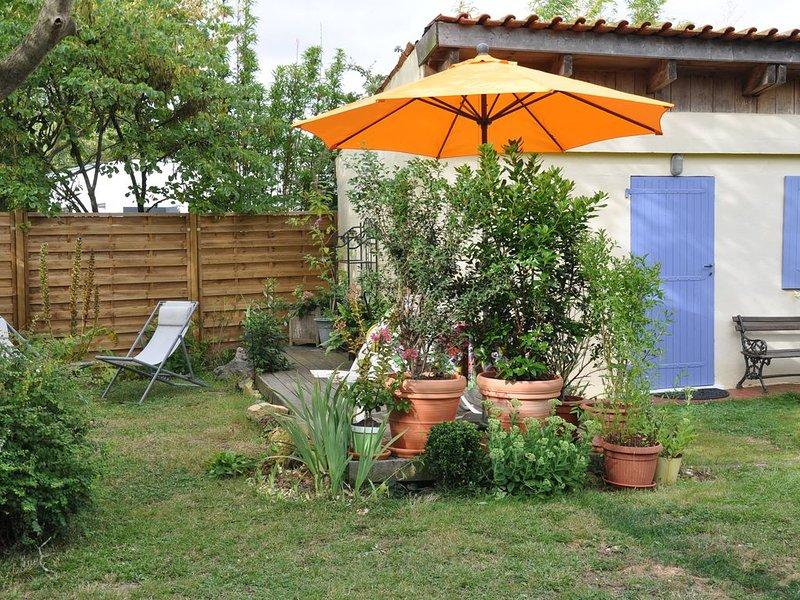 Petite maison dans le jardin des proprietaires, vacation rental in Dompierre sur Mer