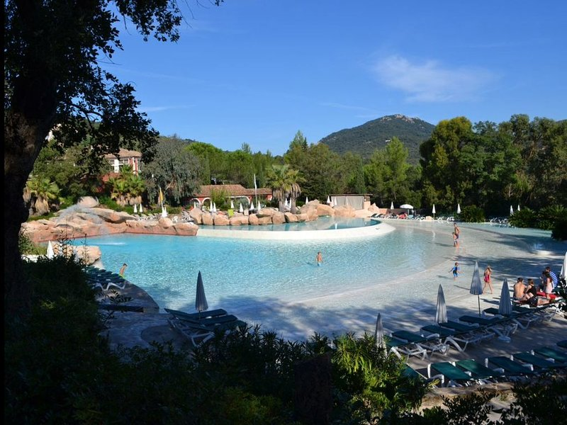 Vue mer exceptionnelle,2 ch ,2sdb,, holiday rental in Grimaud