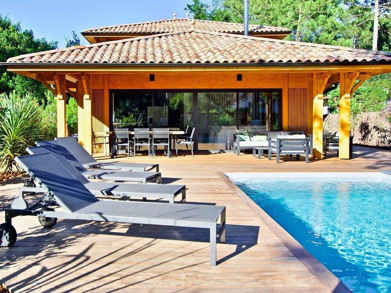 Splendide villa avec piscine chauffée entre bassin et océan, holiday rental in Lege-Cap-Ferret