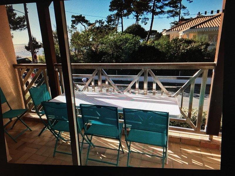 Appartement en bord de plage avec piscine et tennis, vacation rental in Taussat