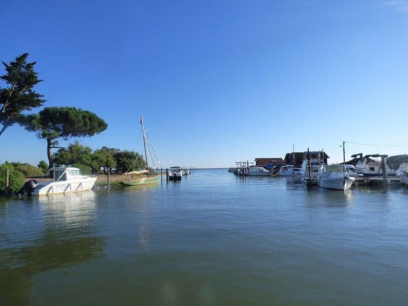 Bassin d'Arcachon, villa détente et souvenirs, plage et port de Cassy à 1 km.., vacation rental in Lanton