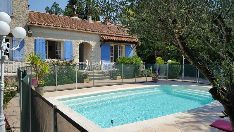 Provencal house with pool Entraigues, in the heart of Provence, holiday rental in Sorgues