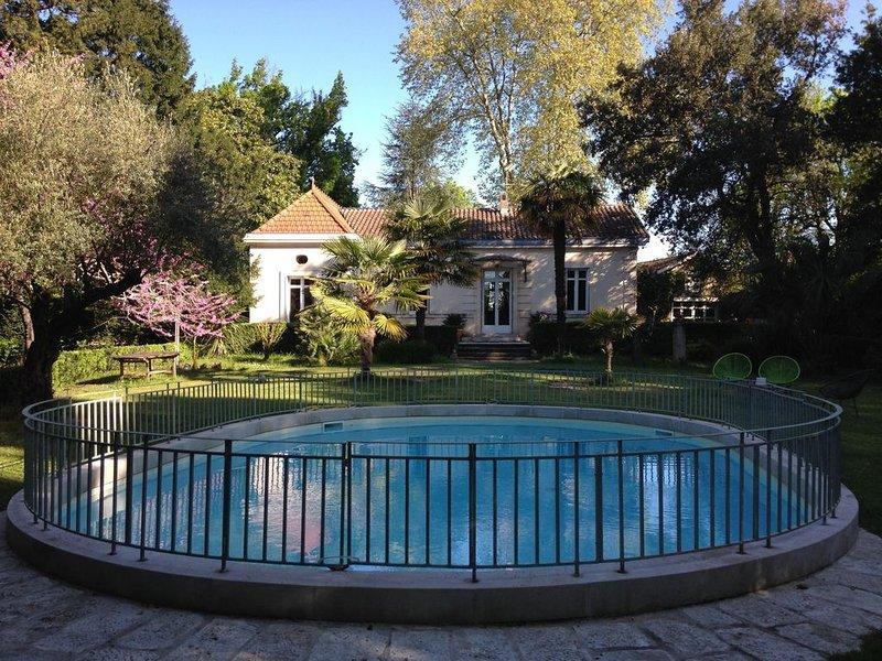 Belle demeure Bordeaux , piscine et tenis dans parc boisé 1 hectare, casa vacanza a Saint-Medard-en-Jalles