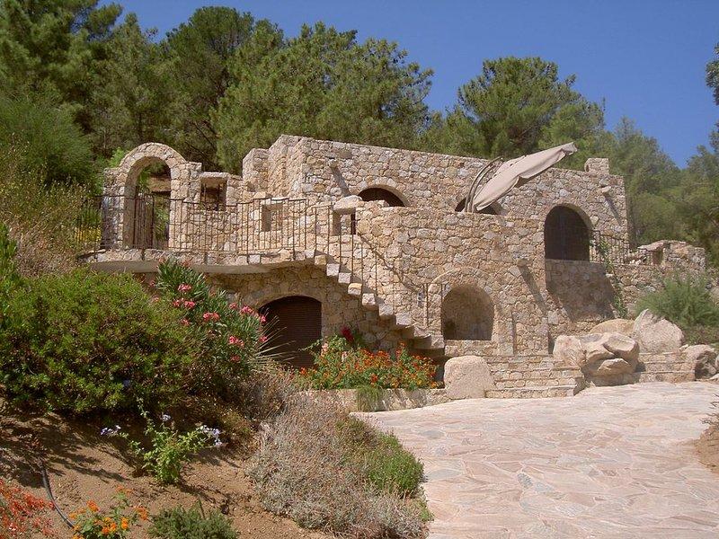 Villa en pierre à 7min de la plage à pied, dans domaine avec piscine chauffée, casa vacanza a Corbara