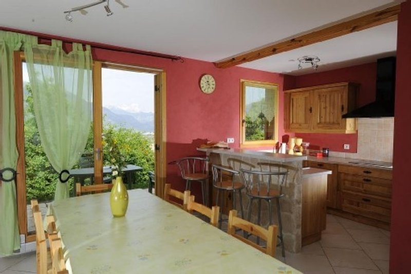 Chalet Neuf Avec Vue Exceptionnelle, holiday rental in Risoul