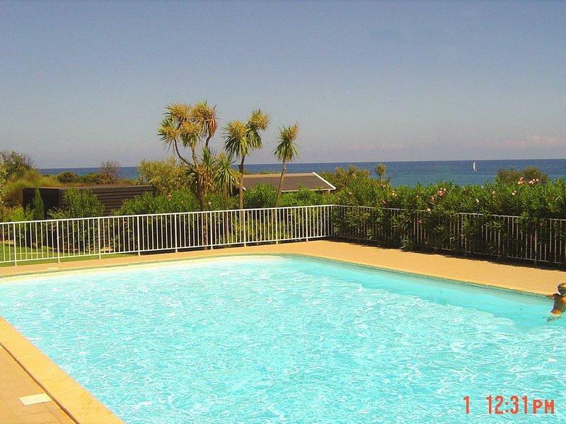 Vue mer, bord de plage, piscine, tennis, location de vacances à Cervione