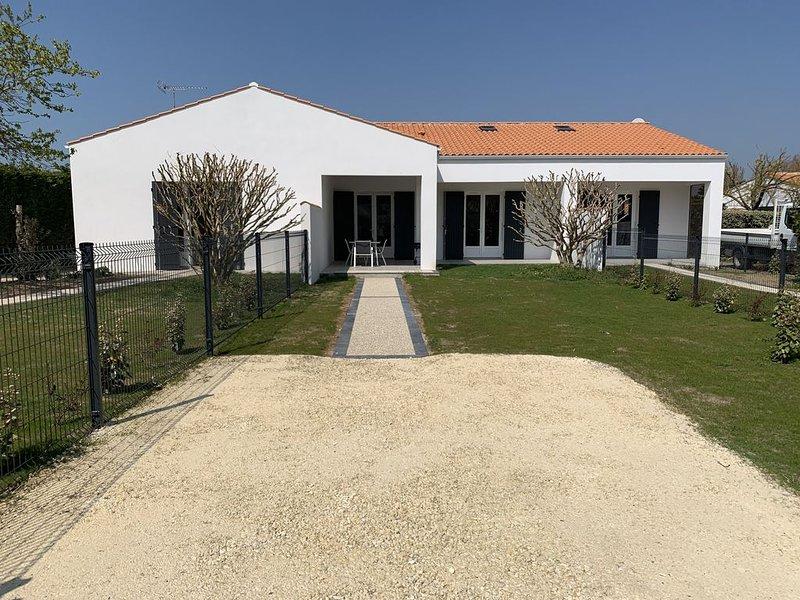 A 100 mètres de la mer entre la Cotinière et le Phare de Chassiron., holiday rental in Ile d'Oleron