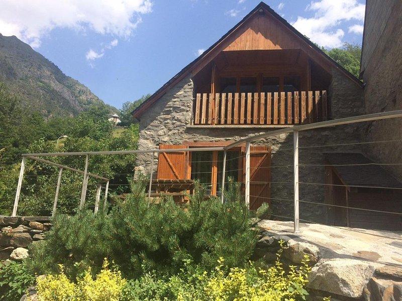 CHALET RENOVE 120M2 SITUE ENTRE SAINT LARY SOULAN ET PIAU ENGALY, vacation rental in Aragnouet