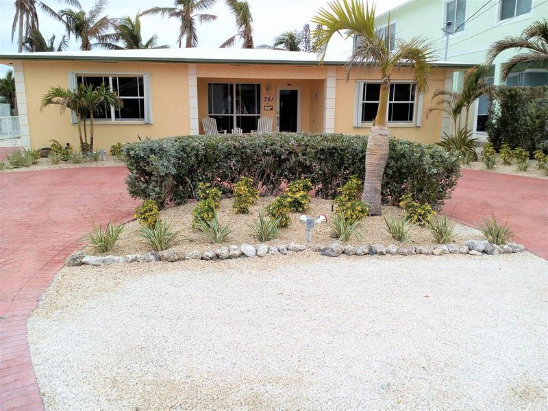 Keys Elegant Single Family House.  Heated Private Pool + pool club!   Dock, vacation rental in Key Colony Beach