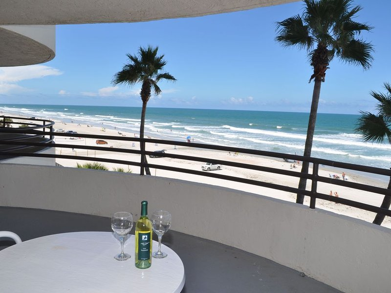 Spectacular Direct Ocean Front 2B/2B Condo -Large Private Balcony, Views Galore!, holiday rental in Daytona Beach Shores