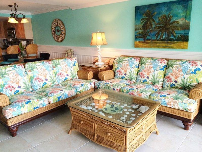 Huge Porch! 3Bedroom-Oceanfront Condo, vakantiewoning in George Town
