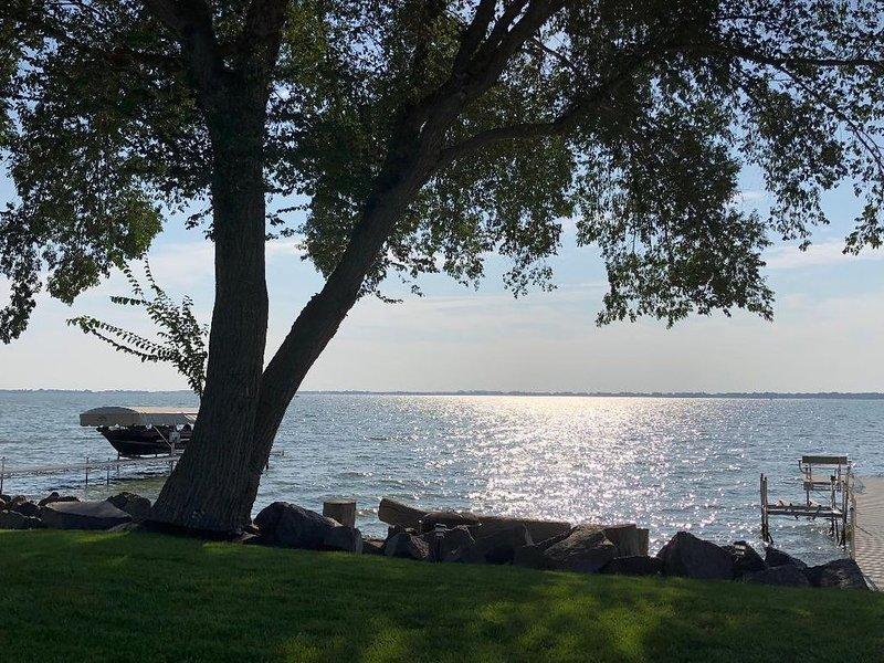 Lake Poinsett Home, Large Lakeside Yard & Patio, Great Lake View, holiday rental in Lake Norden