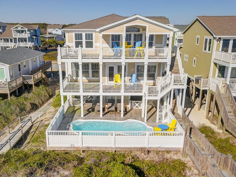 Stunning 6 BR 6 1/2 Bath Oceanfront Home with Private Pool & Elevator, alquiler de vacaciones en Holden Beach