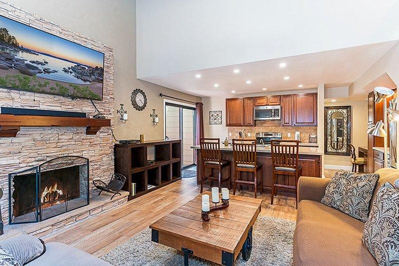 Tahoe Steps from beach, Ski Shuttle Stop, family friendly 3 bed/2 bath condo, alquiler de vacaciones en Incline Village