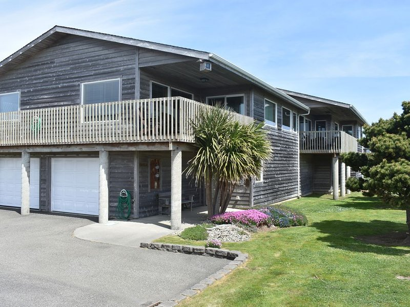 Ocean View Home W/Direct Beach Access, holiday rental in Bandon
