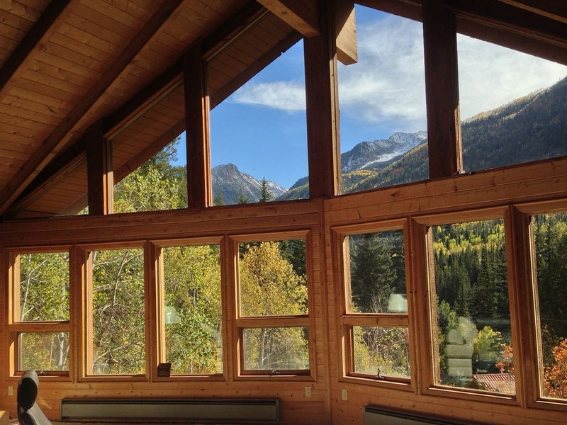 Overlook the Crystal River with amazing views of the Elk Mountains!, vacation rental in Redstone