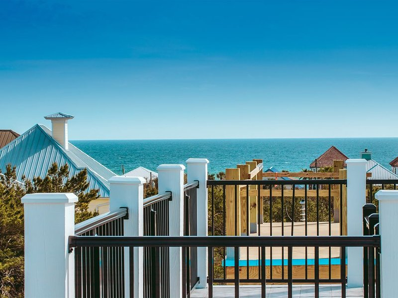 Brand New-spectacular gulf views and observation deck, 2.5 blocks from the beach, location de vacances à Inlet Beach