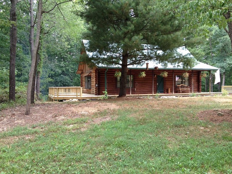 CIDER CABIN - Brown County's Finest Log Cabin, holiday rental in Columbus