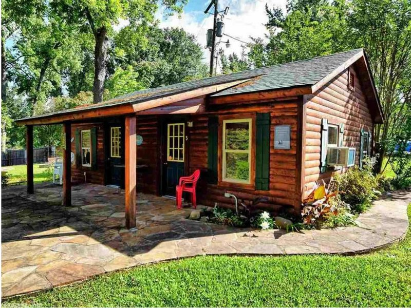 Cozy Cabin on the Water!!!, holiday rental in Mountain Pine