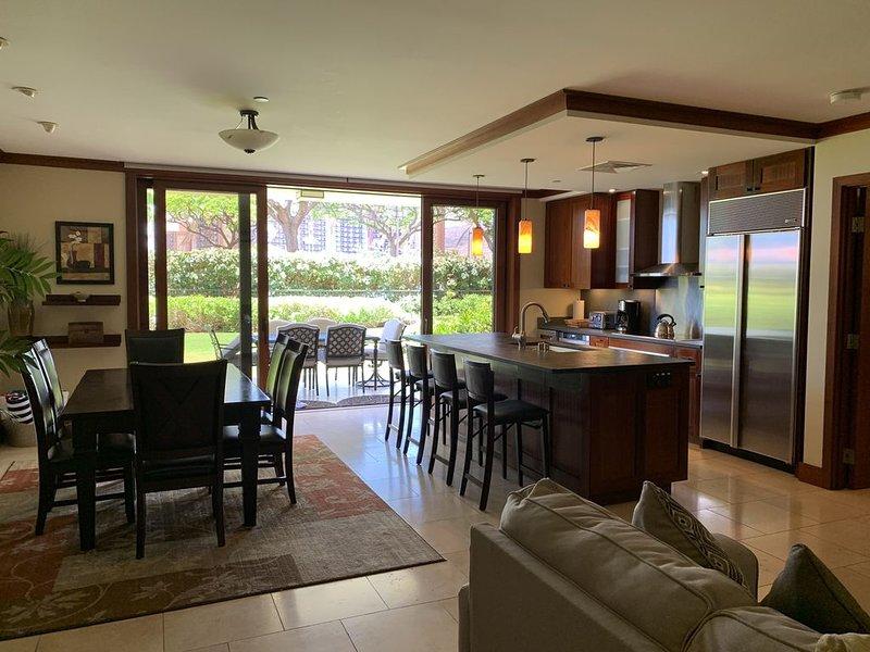 3 Bedroom / 3 Bath Family Friendly Groundfloor Beach Villa!, alquiler de vacaciones en Kapolei