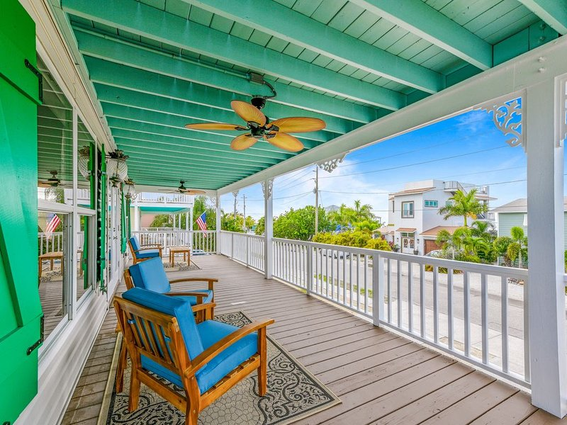 NEW Luxury Canalfront Home w/Water View, Pool/Spa, Bikes, Kayaks! 25% OFF Month!, holiday rental in Anna Maria