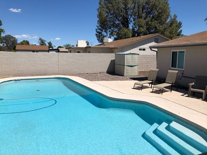 Clean, Beautiful 5 Star reviews home with Private Pool, large upgraded kitchen, vacation rental in Glendale