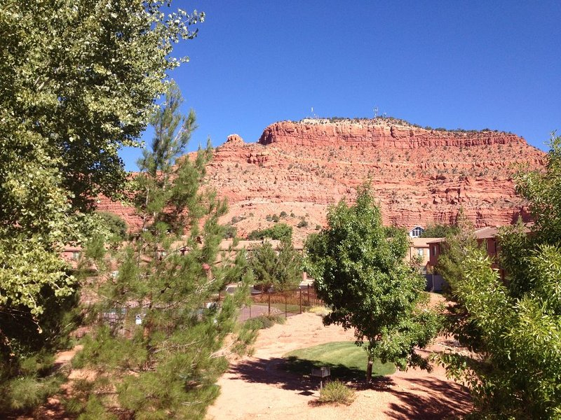 Modern Southwest Townhome with Amazing Landscapes, vacation rental in Kanab