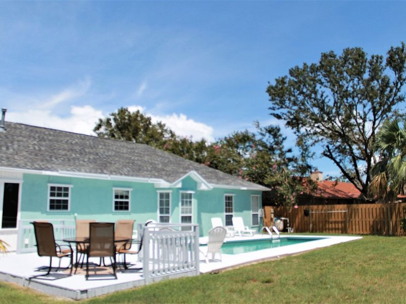 Immaculate, great floor plan w/private salt water pool & option to rent golf car – semesterbostad i Mexico Beach