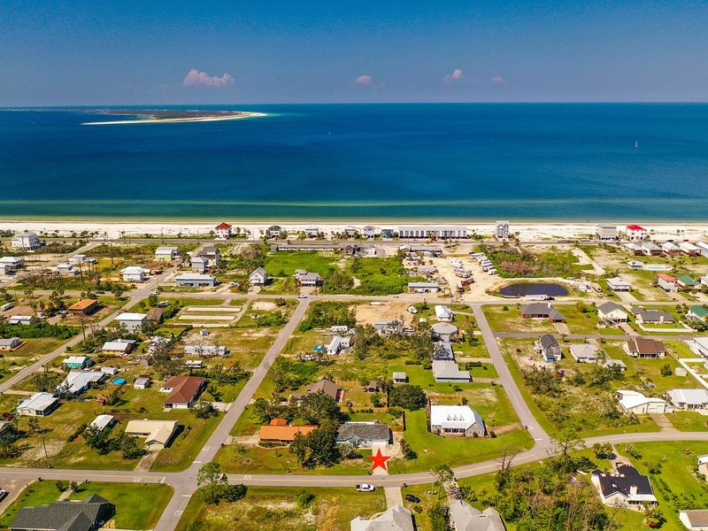 2-NGT SPECIAL JUL 29-31 $250/NGT! PRIVATE POOL; OPTION TO RENT GOLF CART, vacation rental in Mexico Beach