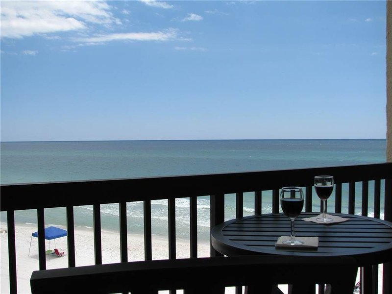 Open 11/9-11/21! Beautiful view right on the Beach! Fantastic location and Price, alquiler de vacaciones en Carillon Beach