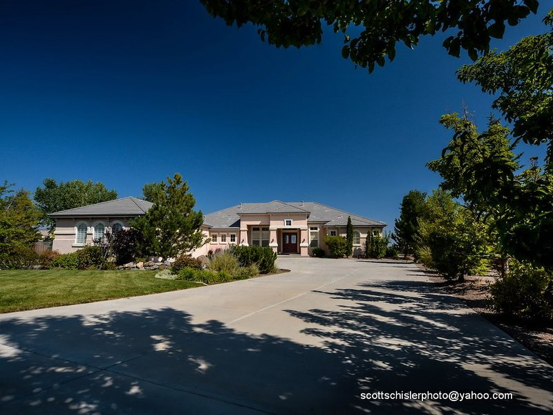 Welcome To Reno's Most Luxurious Mountain View Vacation Home, location de vacances à Reno
