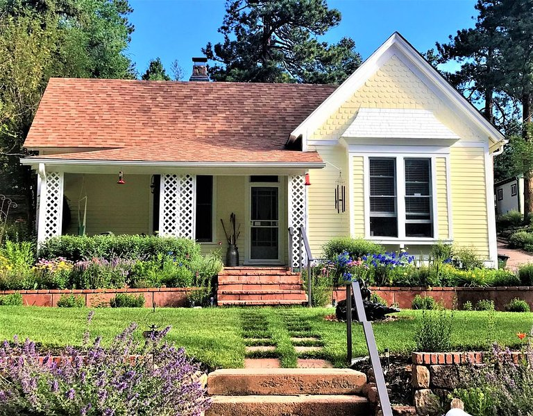 1898 Victorian Bungalow Nestled at the Base of Pikes Peak-Near Attractions, aluguéis de temporada em Cascade