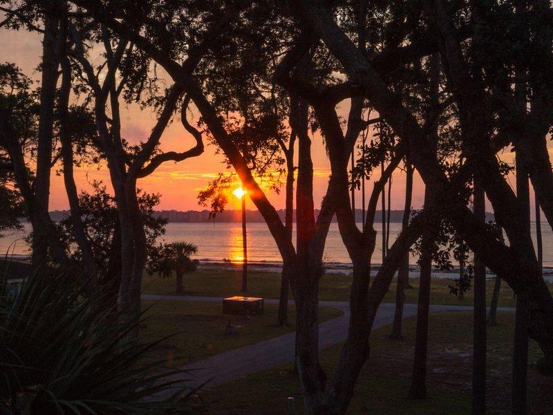 DECEMBER SALE! FREE Cart, Ocean View,  Walk to Beach & Restaurant - Bring Fido!, vacation rental in Daufuskie Island