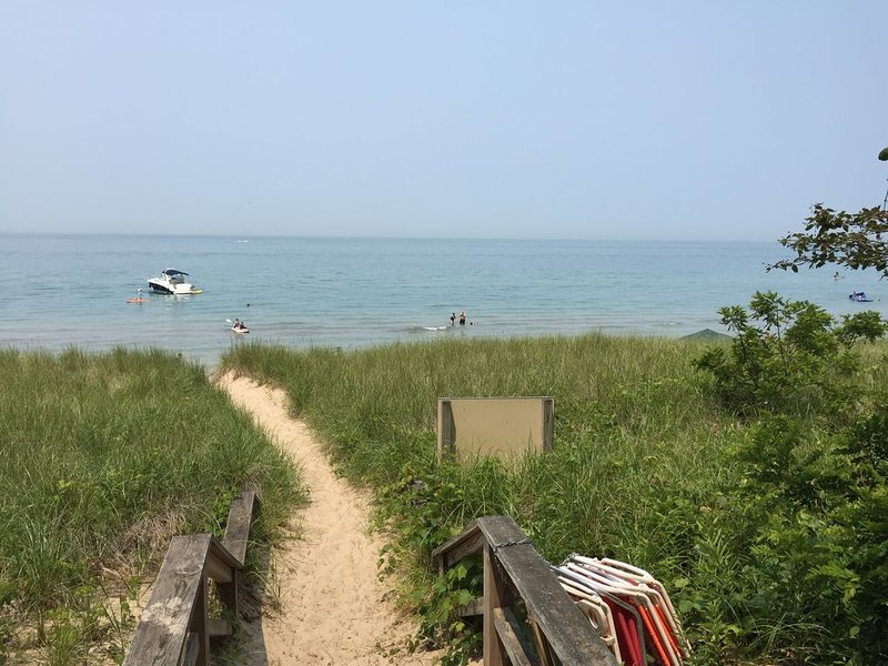 Private Beach Access, Renovated, Quiet Neighborhood, location de vacances à Berrien County