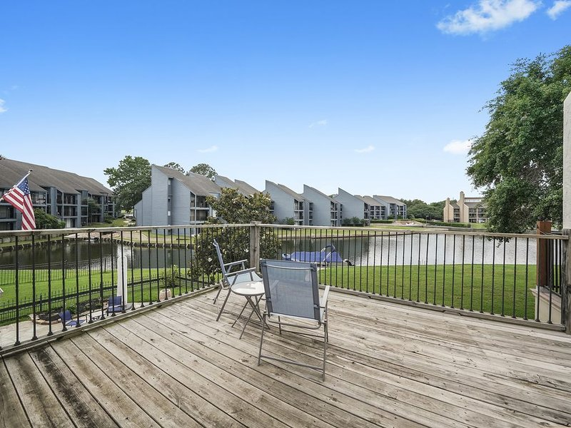 Family Friendly Waterfront Townhouse with boat tie-up, vacation rental in Montgomery