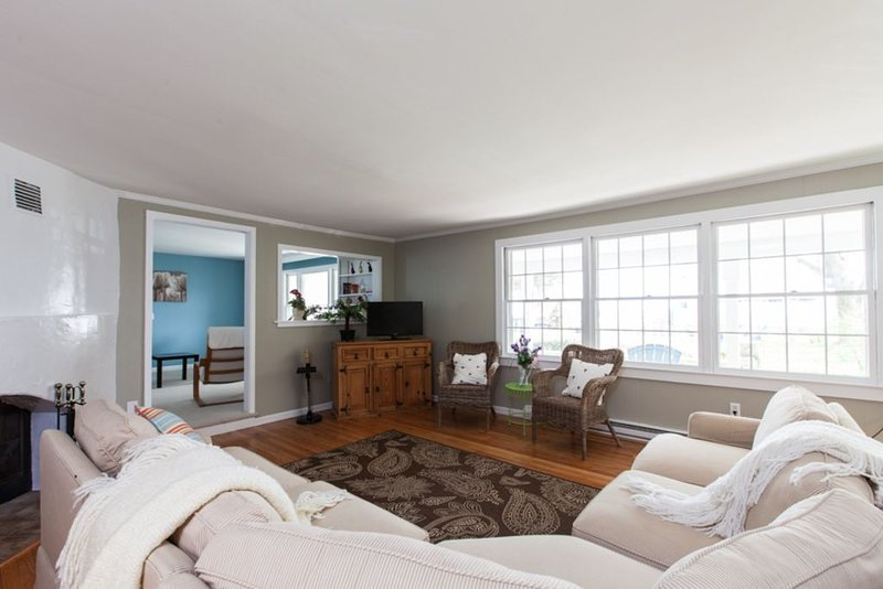 Great Location! Middle Beach Road, vacation rental in Madison