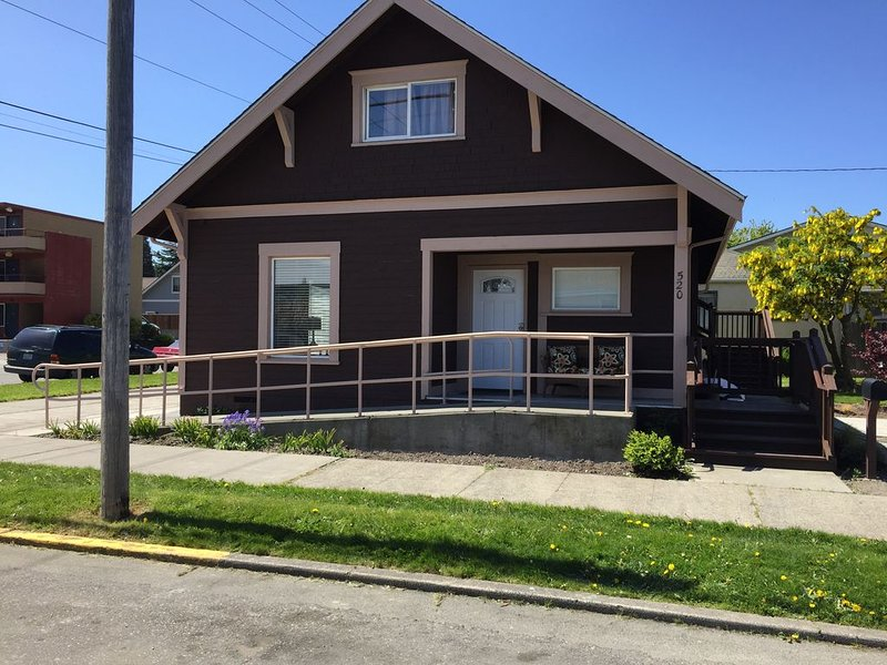 Location! Location! Location! Old Town Charmer in downtown Anacortes, vacation rental in Anacortes